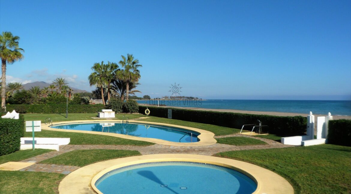 22-Swimming-Pool-Next-To-Beach-1-scaled