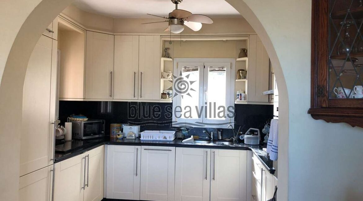 Open plan living-dining-kitchen (2)_opt